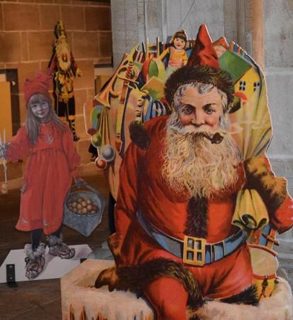 """Santa Claus (Bilderbuch), USA um 1900. Weihnachtsbild """"Brita als Idun"""" Carl Larson (1853–1919), schwedischer Maler, Titelbild der Zeitschrift die Jugend, München 1905 (links im Hintergrund)."""