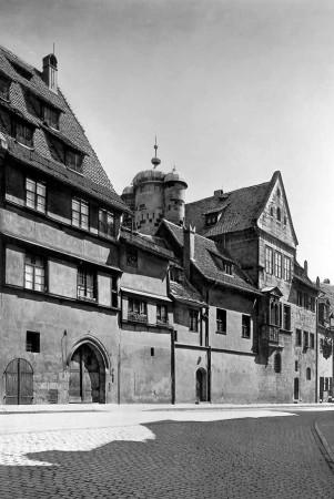 Das Tucherschloss in der Hirschelgasse vor der Zerstörung um 1935. Bildnachweis: Stadtarchiv Nürnberg