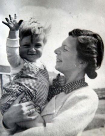 Ruth Kohnstam mit Sohn Pieter in Amsterdam, 1938. Bildnachweis: Pieter und Susan Kohnstam, Venice, Florida, USA