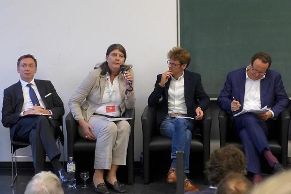 Annette Weinke, Friedrich-Schiller-Universität Jena, in der Diskussion.