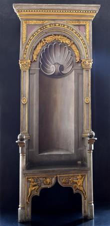 Abb. 3: Unbekannte Meister, z. T. nach Vorgaben Albrecht Dürers: Kaiserthron aus dem Großen Saal des Nürnberger Rathauses, nicht vor 1440; 1520/21 und später. Eichenholz, bemalt und teilvergoldet.